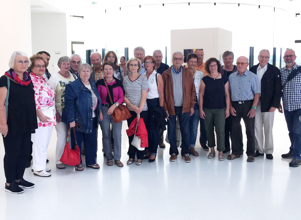 Brücke-Gruppenbild im Foyer der Leica Camera Werke in Wetzlar