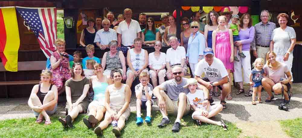 """Viel los war beim Sommer-BBQ des Deutsch-Amerikanischen Klubs """"Die Brücke"""" im Kleintierpark in Fernwald"""