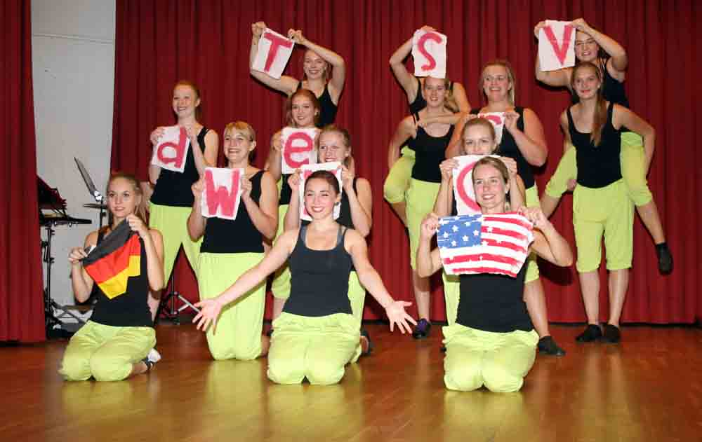 Transatlantischen Schautanz präsentierten die Tänzerinnen der Wetzlarer Karnevalsgesellschaft