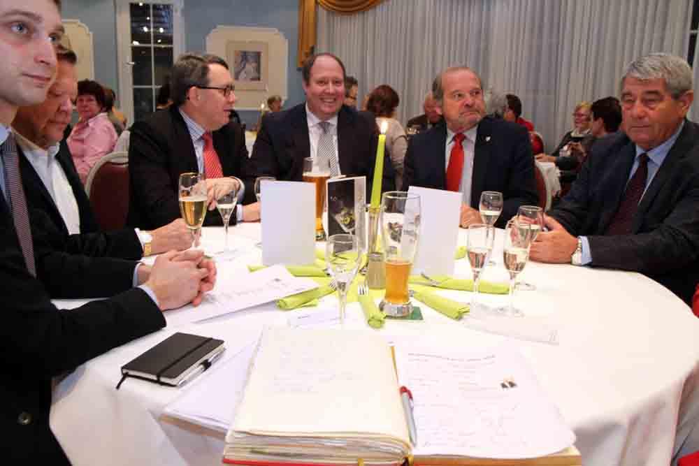 Gespräche in netter Runde beim Brücke-Neujahrsempfang 2016